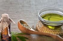 Конопляное масло от морщин на лице: правила использования и способы нанесения